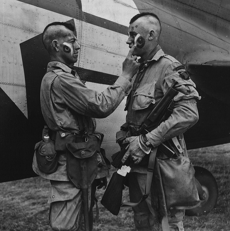 800px-Paratrooper_applies_war_paint_111-SC-193551cropped.jpg
