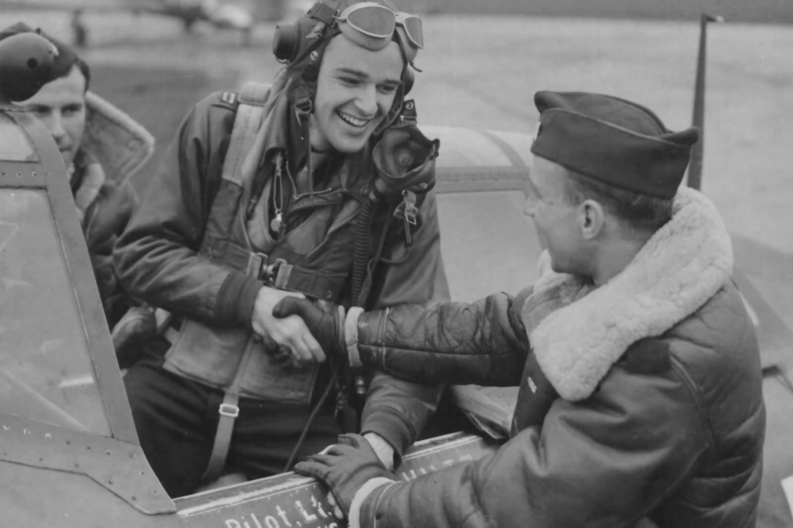 Ace_Capt_Bud_Mahurin_56th_FG_in_P-47D_Thunderbolt_1944.jpg