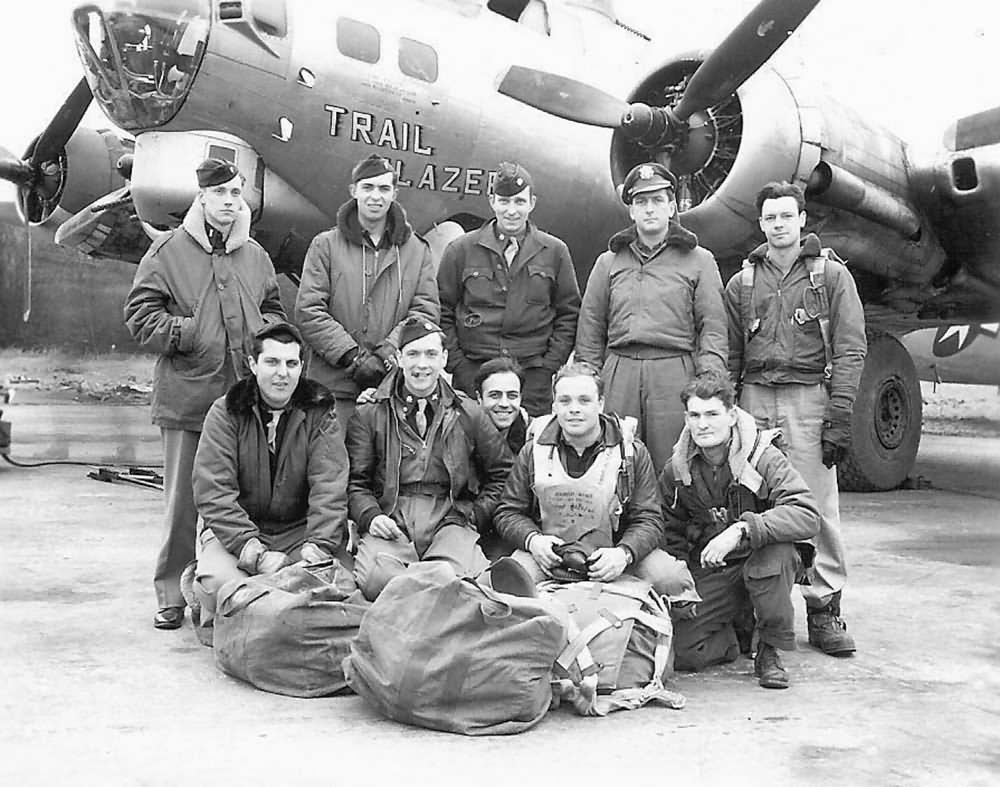 B-17G_Bomber_TRAIL_BLAZER_crew.jpg