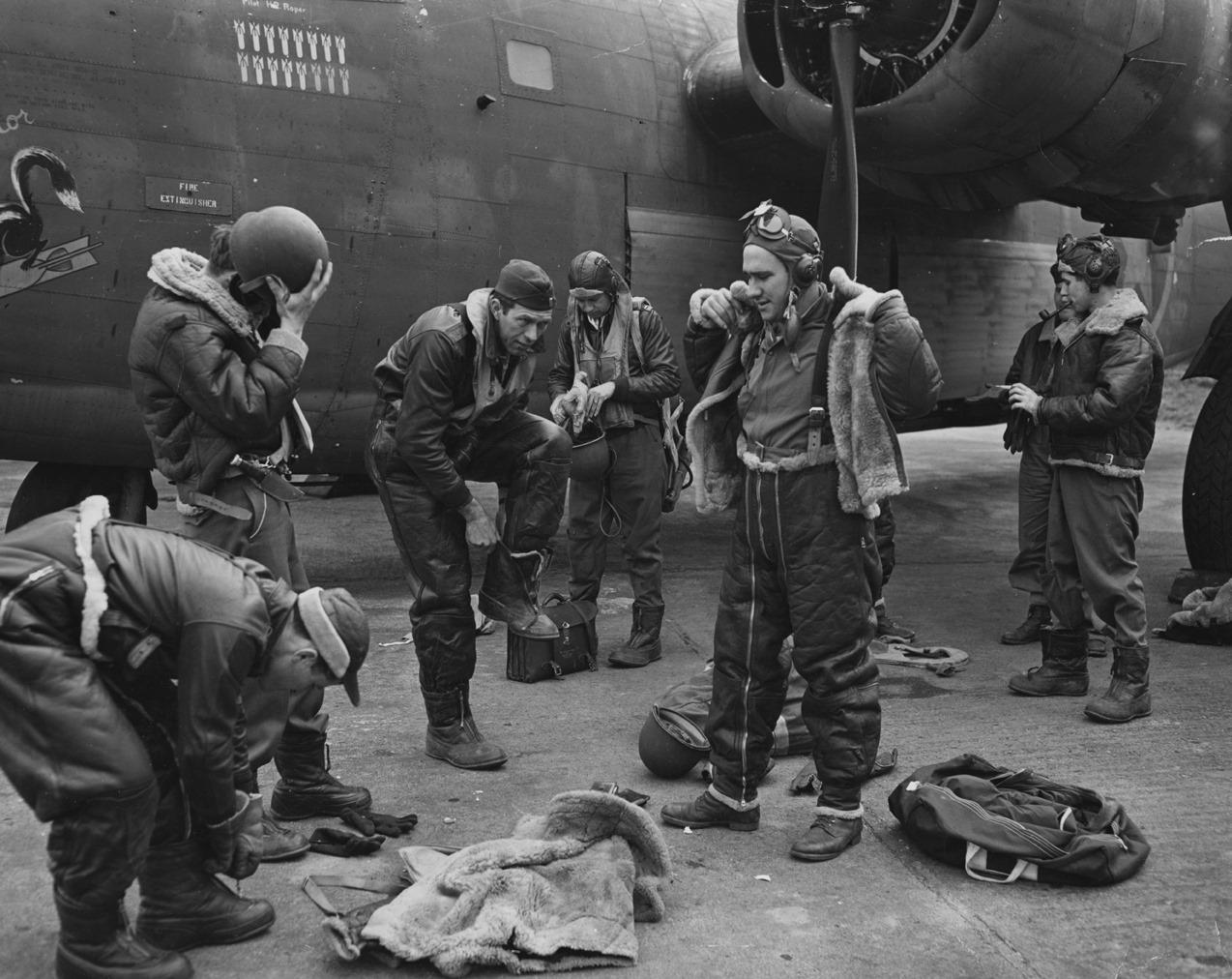 bomber crew liberator 93 rd bg.jpg