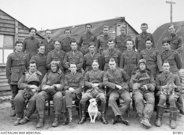 e01883-officers-of-no-2-squadron-australian-flying-corps-at-savy-france-on-25-march-1918.jpg