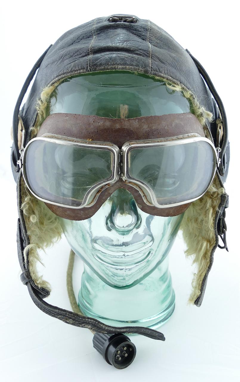 soviet_ww2_fur_lined_leather_flight_helmet.jpg