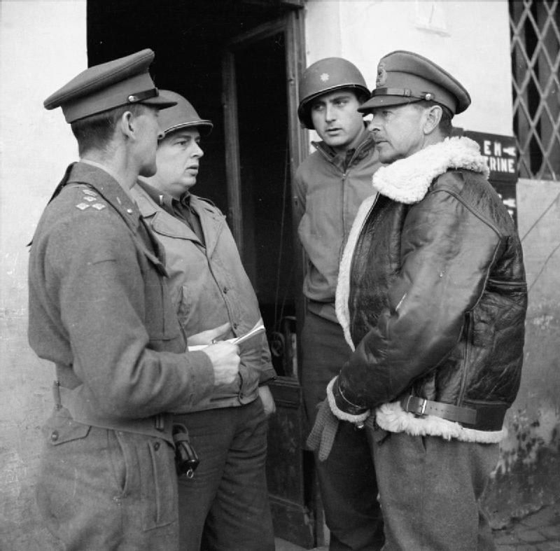 The_British_Army_in_Italy_1944_NA11881.jpg