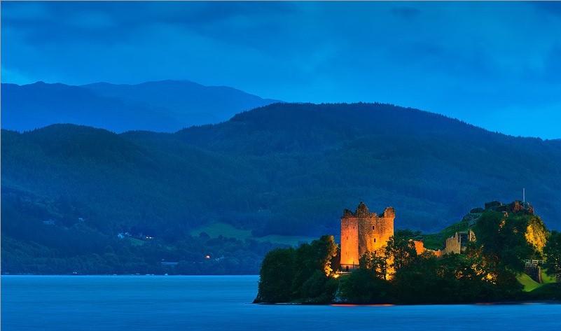 Urquhart Castle.jpg