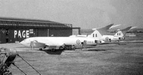 Victors at Handley Page 01, SA.jpg